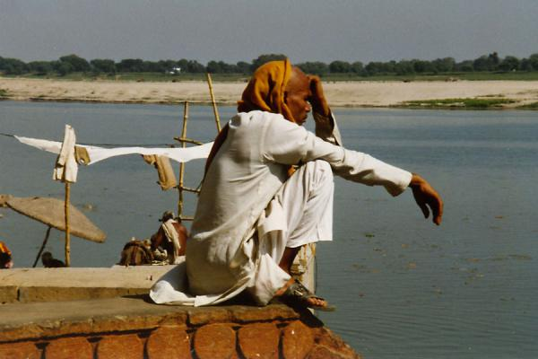 Contemplating death on the borders of the holy river | Varanasi | India