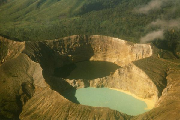 印度尼西亚 (Keli Mutu volcanic lakes as seen from the air)