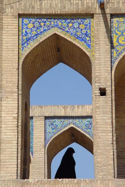 Picture of Esfahan Bridges (Iran): Veiled woman on Khaju bridge - Esfahan