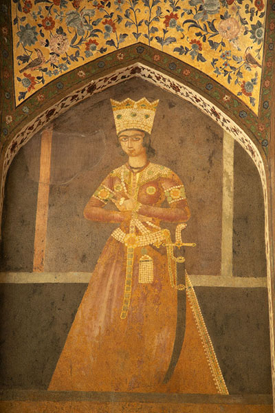 Fragment of painting of a royal on the wall of one of the pavilions | Jardines de Fin | Irán
