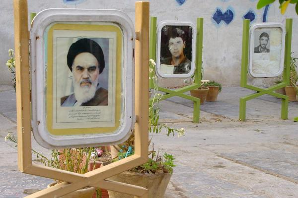 Khomeini accompanying many fallen soldiers. | Golestan e Shohada | Iran