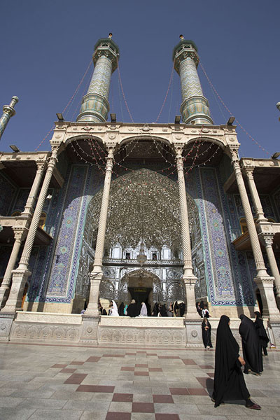 Foto van The mirror iwan, the entrance for women to the shrine of FatimaQom - Iran