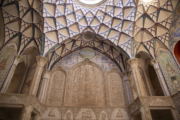 The stuccoed walls and ceiling of one of the halls of Khan-e Borujerdi | Khan-e Borujerdi | Iran