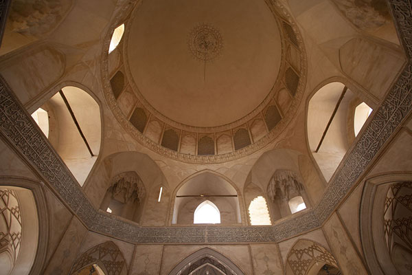 Looking up the central hall of the mosque | Masjed-e Agha Bozorg | 伊朗