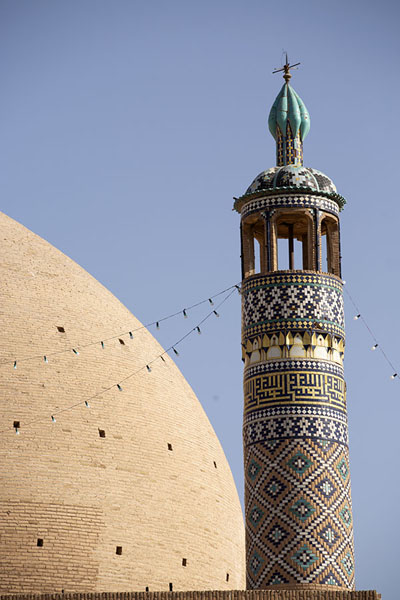 Foto van Dome and one of the minarets of the mosque - Iran - Azië