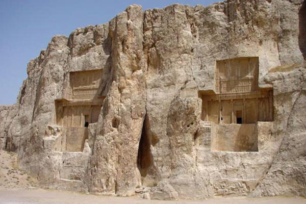 Foto de Two of the tombsPersepolis - Irán