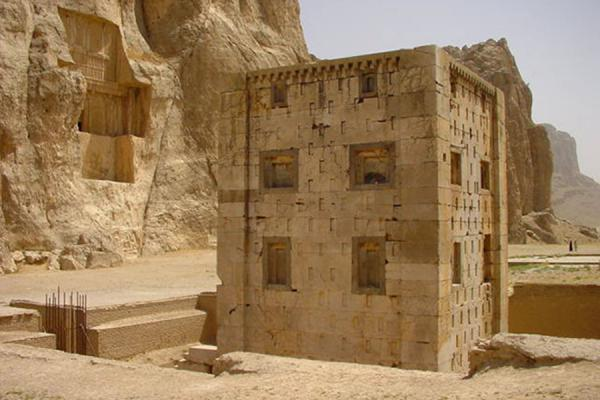Foto van The remains of what supposedly has been a firetemplePersepolis - Iran