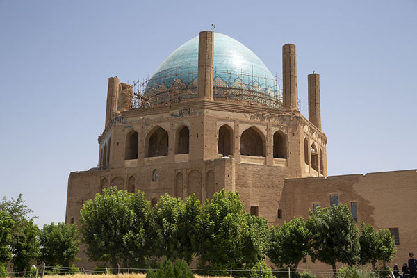 Foto di The Mausoleum of Oljeitu with its famous turquoise domeSoltaniyeh - Iran