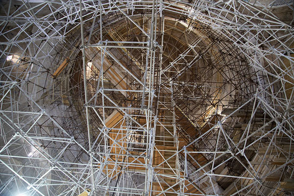 Looking up the scaffolding inside the mausoleum | Oljeitu Mausoleum | 伊朗