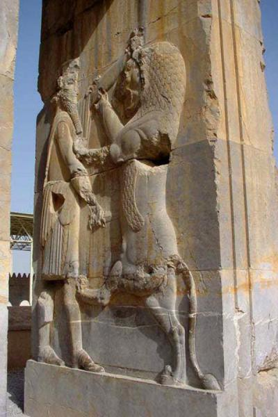 Foto di King fighting a lionPersepolis - Iran