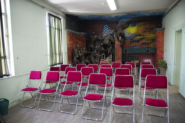 Classroom inside the former US embassy | US Den of Espionage | Irán