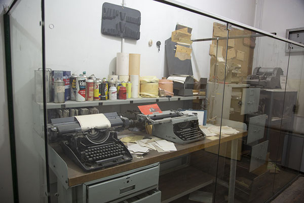 Foto de Some of the machinery used to carry out spying activities from inside the US embassyTeherán - Irán