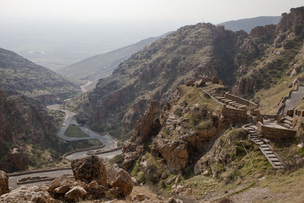 Foto van Looking into the valley below the Rabban Hermizd MonasteryAl Qosh - Irak