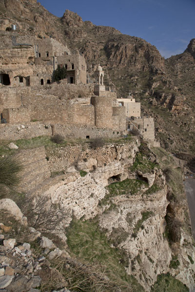Foto van Here, you can clearly see how the monastery has been built up against the steep rockfaceAl Qosh - Irak