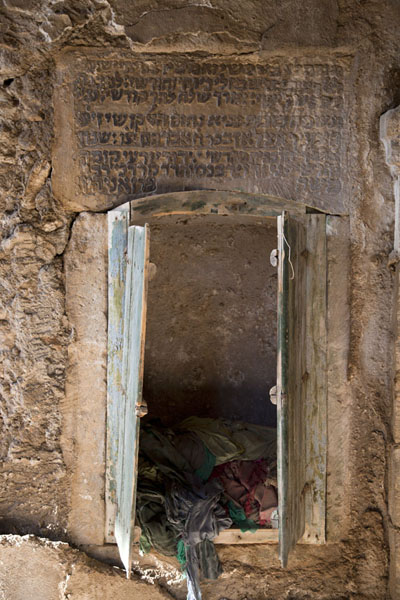 Foto van Small storage inside the shrine of the prophet Nahum with Hebrew writingAl Qosh - Irak