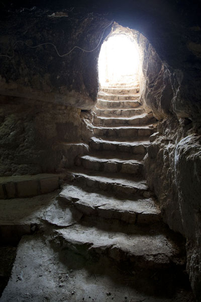 Foto van Stairs leading into a caveAl Qosh - Irak