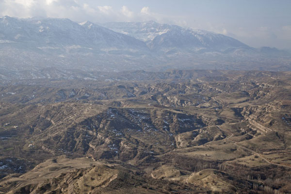Photo de Looking south from the edge of the plateau of AmediAmedi - Irak