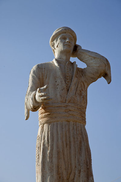Foto van Local Kurdish hero eternalized in a statue in AmediAmedi - Irak