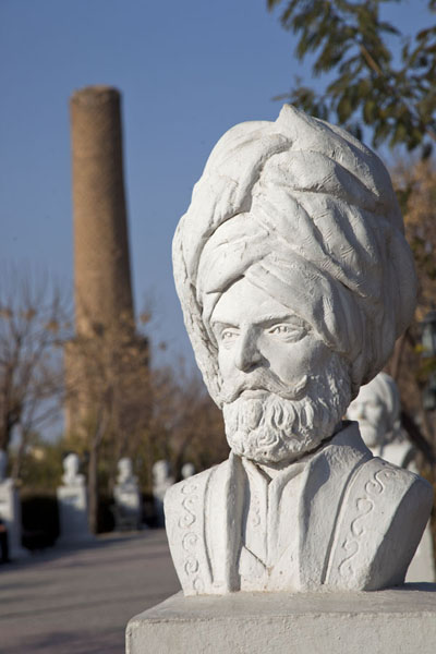 Close-up of bust with minaret in the background | Minaret Park | Iraq