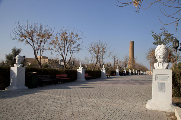 The lane lined by white busts and the minaret in the background | Minaret Park | Iraq