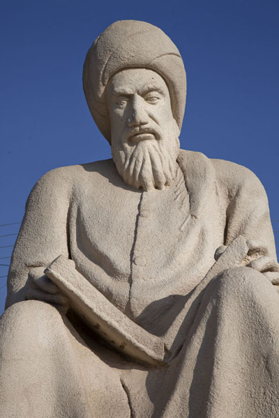 Foto de Wise man reading a book in Minaret ParkErbil - Iraq