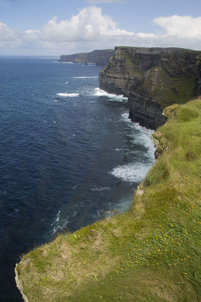 Photo de The northern stretch of Cliffs of MoherCliffs of Moher - Irlande