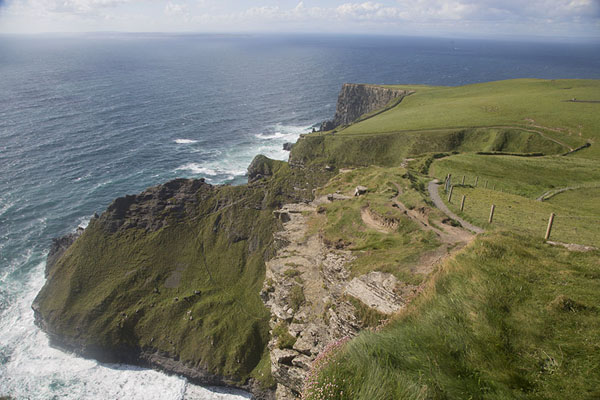 Foto van View of the northernmost stretch of cliffsCliffs of Moher - Ierland
