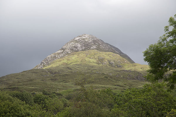 Picture of Connemara National Park (Ireland): Sun shining on Diamond Hill, seen from the visitor centre