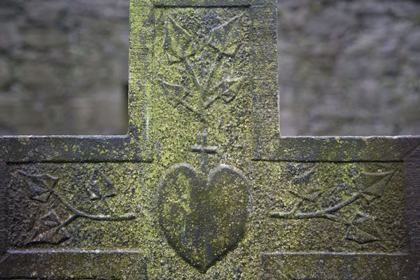 Picture of Corcomroe Abbey (Ireland): Moss-covered cross with heart in Corcomroe Abbey