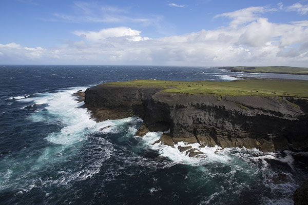 View of the rugged black rocky coastline near Kilkee at the eastern side of Loop Head peninsula | Loop Head Peninsula | 爱尔兰