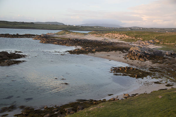 Foto van The north coast of Omey Island before sunsetOmey Island - Ierland