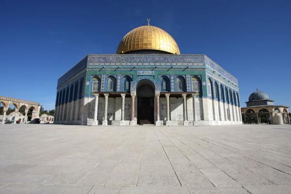 Foto di Dome of the rock with characteristic golden domeCupola della Roccia - Israele