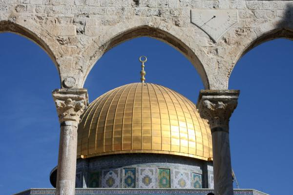Dome of the Rock seen through arches - 以色列