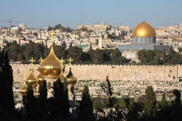 Photo de Russian Orthodox church and Dome of the Rock seen from Mount of OlivesDôme du Rocher - Israël