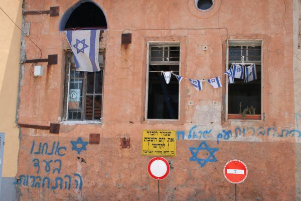 Picture of Neve Tzedek (Israel): House with signs, slogans and flags in Neve Tzedek