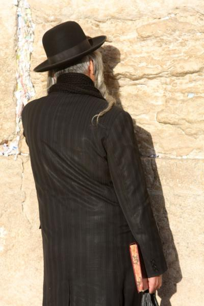 Photo de Old Jew in prayer at the Western WallMur des Lamentations - Israël