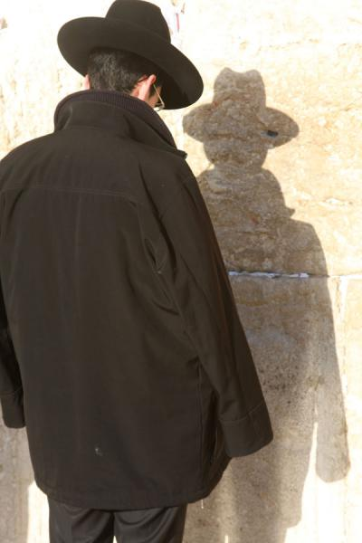 Man and his shadow at the Western Wall - 以色列
