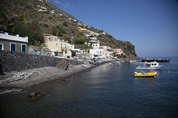 Photo de The village of Alicudi on the east side of the islandAlicudi - l'Italie