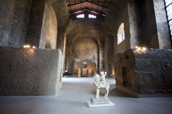 Foto di The Aula decima, currently used as an exhibition room for the national museum, once was part of the Baths of DiocletianRoma - Italia