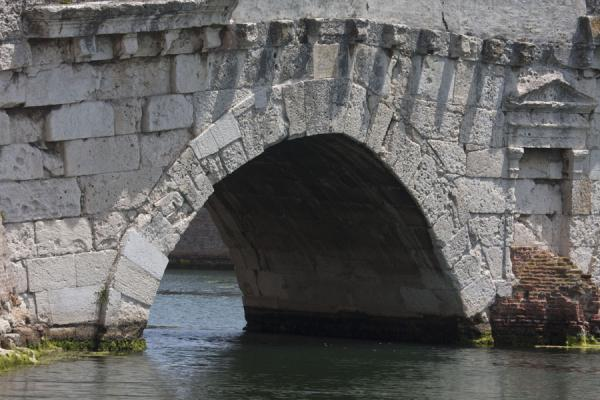 Foto di One of the five arches of the Bridge of TiberiusPonte di Tiberio - Italia