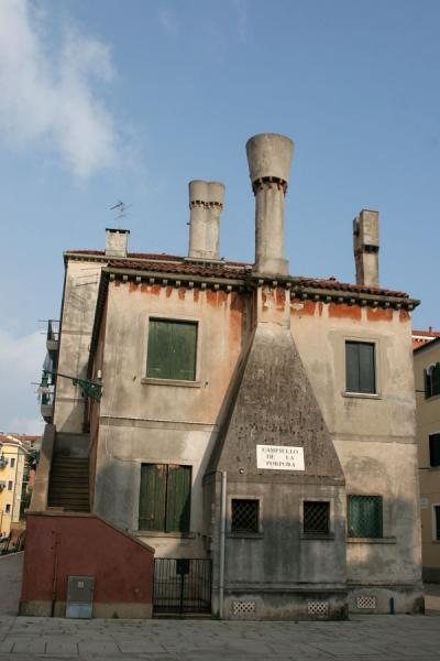 House with typical chimneys on a small square in Cannaregio | Cannaregio | Italy