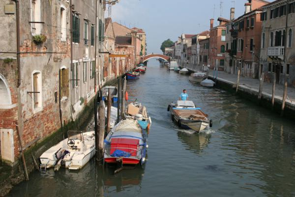 Fond de Misericordia is the shopping street of Cannaregio | Cannaregio | Italy
