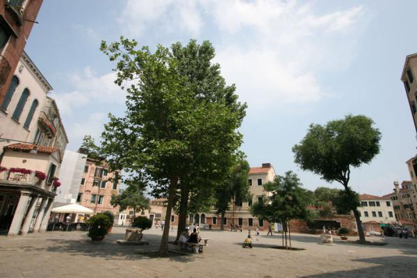 Campo Ghetto Nuovo: a plesant square in the jewish quarter | Cannaregio | Italy