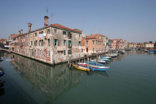 Canale di San Pietro with boats and houses | Castello | Italy