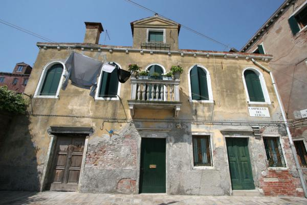Photo de l'Italie (Venetian house on small square in Castello)