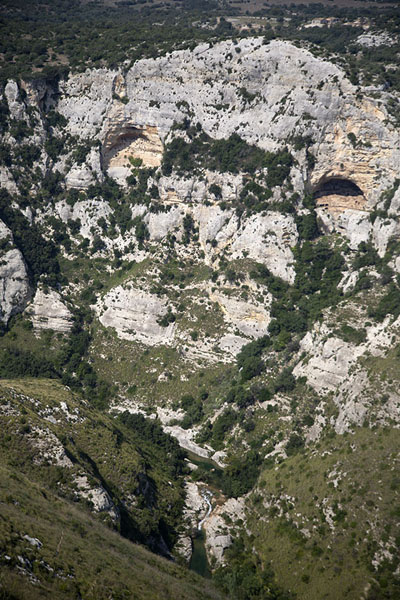 Photo de Part of the canyon seen from aboveCava Grande del Cassibile - l'Italie
