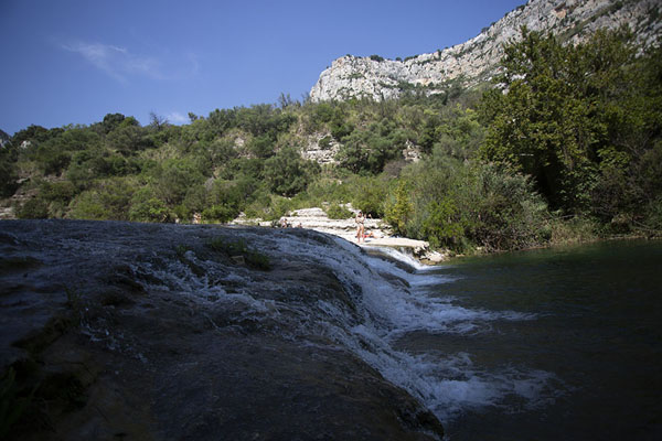 Photo de Rapids between pools at the bottom of the canyonCava Grande del Cassibile - l'Italie