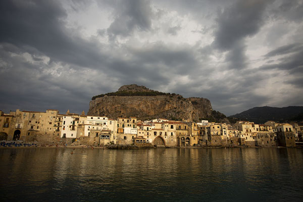 Afternoon view of the old town of Cefalù | Cefalù | 意大利