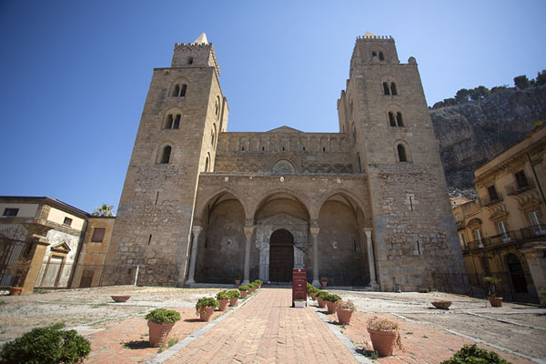 Frontal view of the cathedral of Cefalù | Cefalù | 意大利