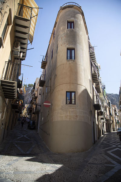 Corner house in the old town of Cefalù | Cefalù | Italië